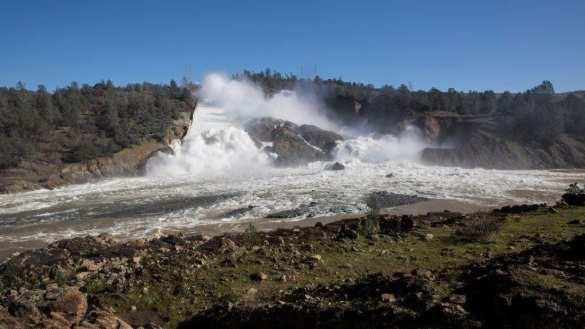 В США рухнула самая высокая плотина — объявлена эвакуация (+ФОТО, ВИДЕО) | Русская весна