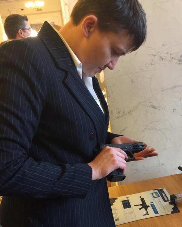 К Верховной раде пригнали броневик, в здание принесли миномет (+ФОТО, ВИДЕО) | Русская весна