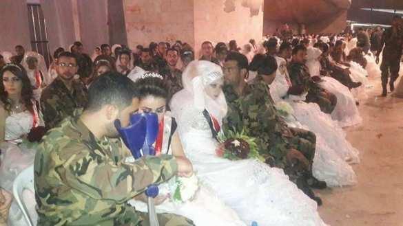 Сирия: жизнь продолжается! Тысяча бойцов СААодновременно женились навозлюбленных (ФОТО) | Русская весна