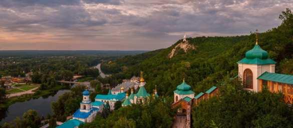 Мы вернёмся: над оккупированным Украиной Святогорском подняли красное знамя Победы (ВИДЕО)   Русская весна