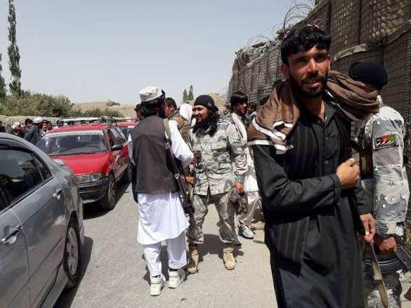 Чудеса и ужас Афгана: талибы и солдаты братаются, а ИГИЛ наносит им удар в спину (ФОТО, ВИДЕО) | Русская весна