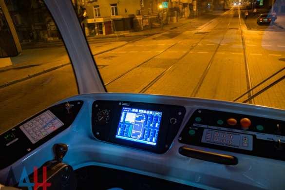 Трамвай, сделанный в ДНР, выехал на улицы Донецка (ФОТО) | Русская весна
