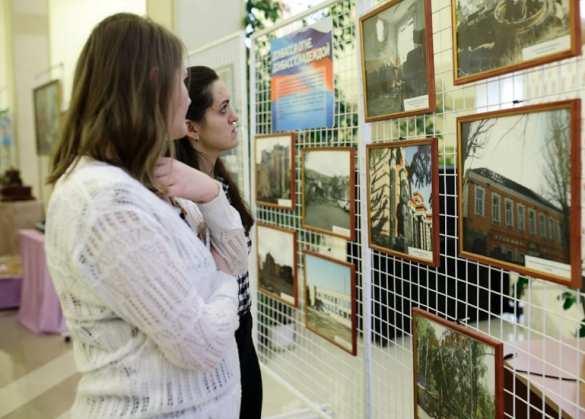 «Война и мир глазами детей Донбасса»: удивительная выставка открылась в Симферополе (ФОТО) | Русская весна