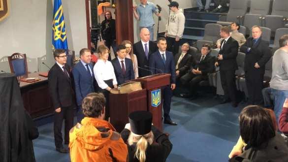Зеленский отрепетировал свою инаугурацию и получил удостоверение президента (ФОТО) | Русская весна