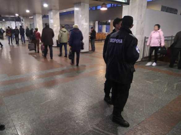 Ж/д вокзал Киева эвакуируют из-за угрозы взрыва (ФОТО, ОБНОВЛЕНО) | Русская весна