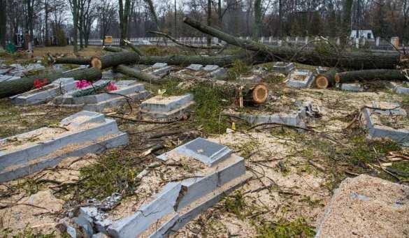 Последние новости с Украины и Новороссии за сегодня: В Житомире коммунальщики уничтожили могилы советских солдат (ФОТО)