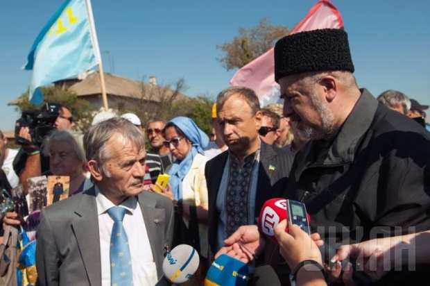 Организаторы блокады пропускают фуры из Украины в Крым за $1000 | Русская весна