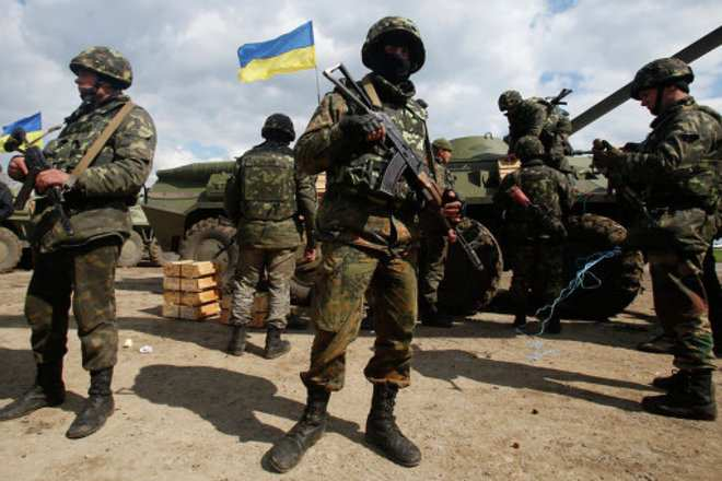 МОЛНИЯ: Бойцы ВСУ окружили лагерь «Правого сектора» и требуют сдать оружие | Русская весна