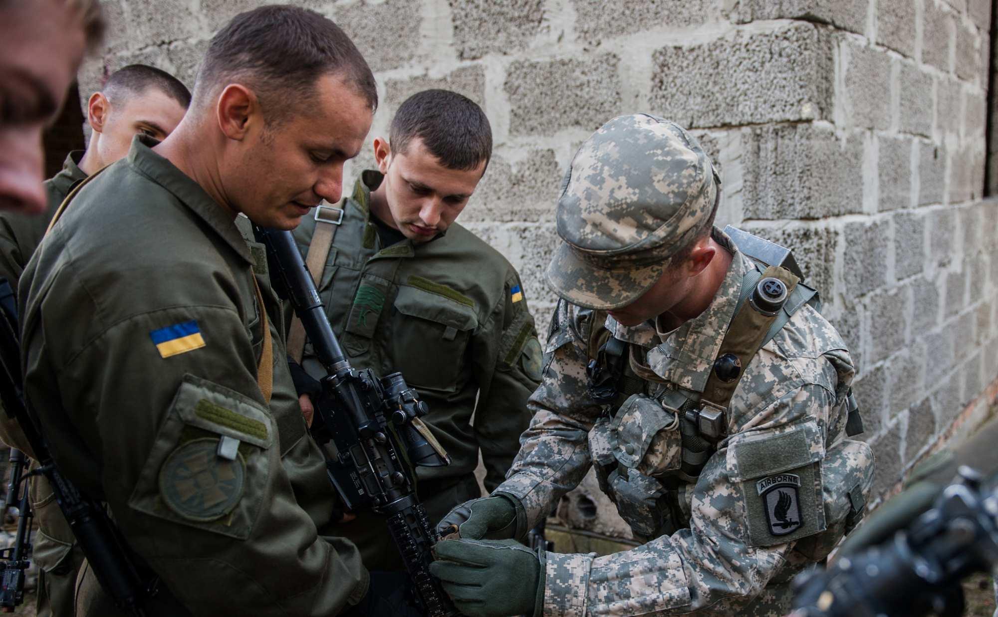 Чем заняты на Украине американские офицеры? | Русская весна