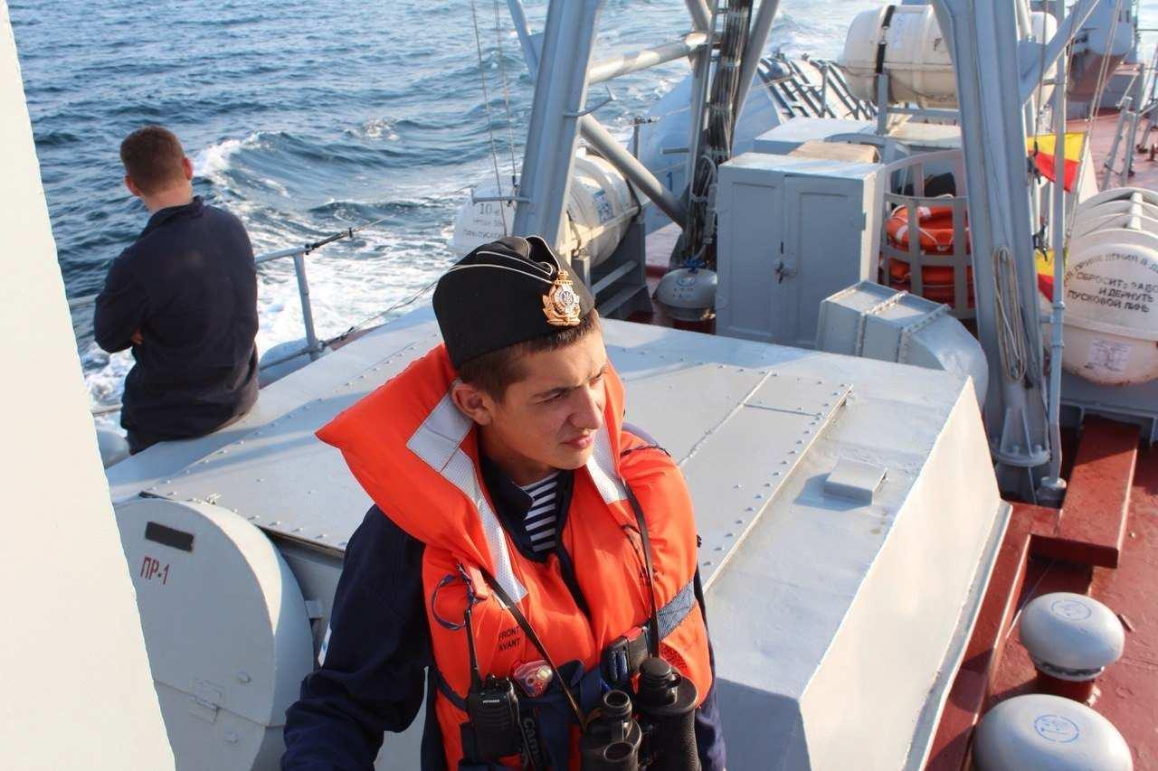 «У них отобрали телефоны и приказали стрелять в ответ», — родные моряка, задержанного вКерченском проливе (ВИДЕО) | Русская весна