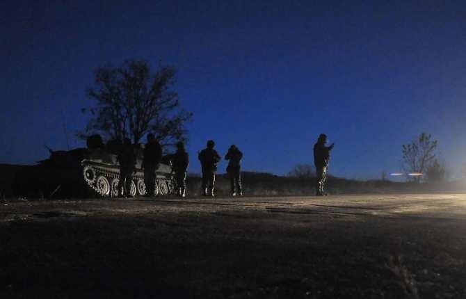 Украинские войска обстреливают из танков и минометов пос. Веселая Гора подЛуганском | Русская весна