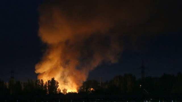 МОЛНИЯ: Украинские войска начали мощные обстрелы Донецка во время проведения школьных выпускных вечеров | Русская весна