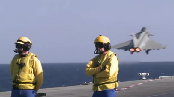 Франция показала, какистребители с«Шарля деГолля» летают бомбить ИГИЛ (ВИДЕО) | Русская весна