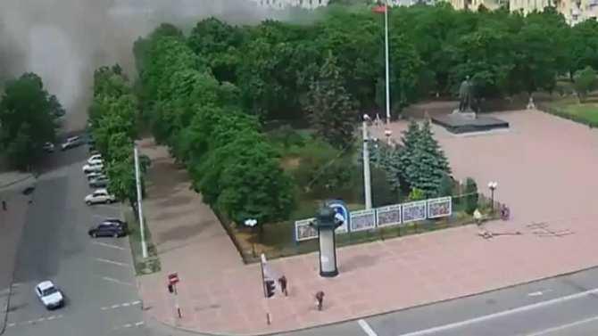 «Никто не мог представить, что они решатся среди бела дня бомбить мирный город», — свидетели авиаудара по Луганску (ВИДЕО 18+) | Русская весна
