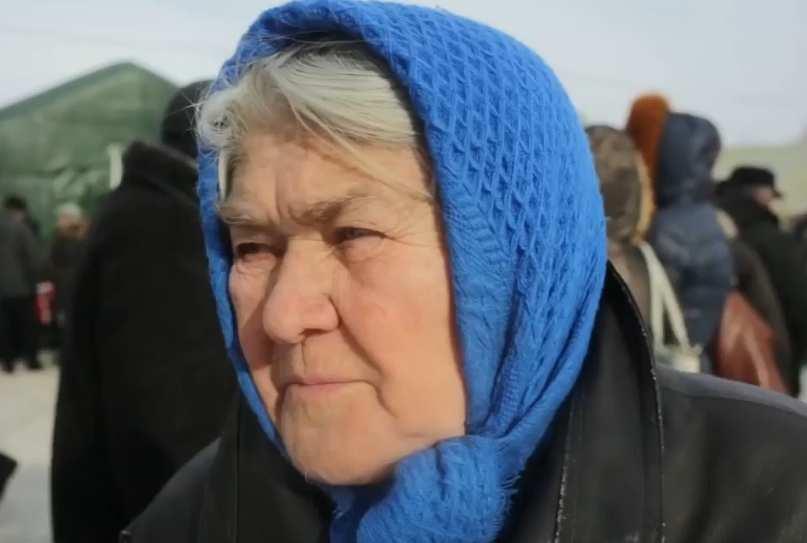 Пусть укры уматывают! — смелая старушка изАвдеевки шокировала оккупантов (ВИДЕО) | Русская весна
