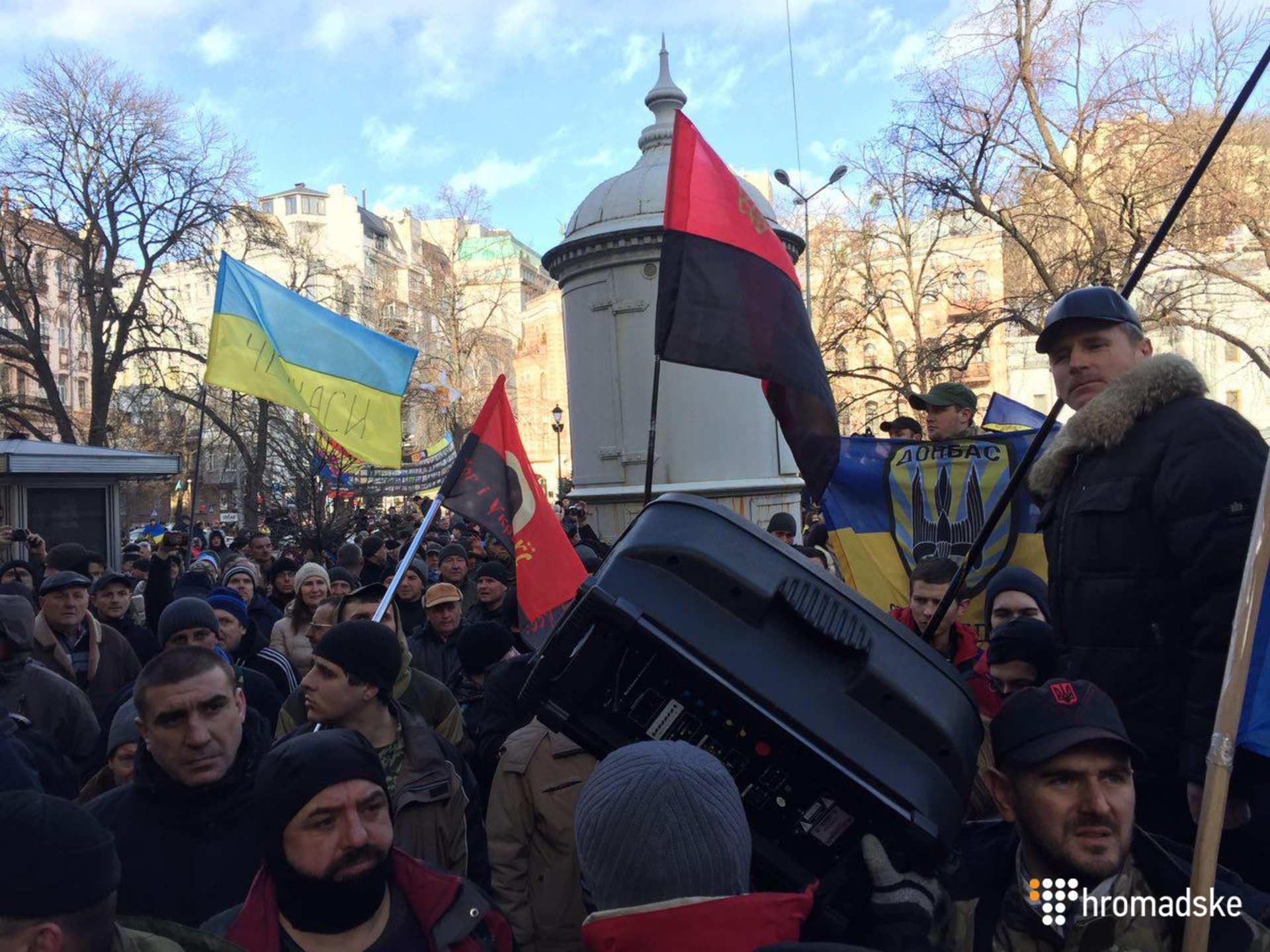 Комбат «Торнадо» назвал Порошенко агентом Путина и призвал народ немедленно выходить на Майдан | Русская весна