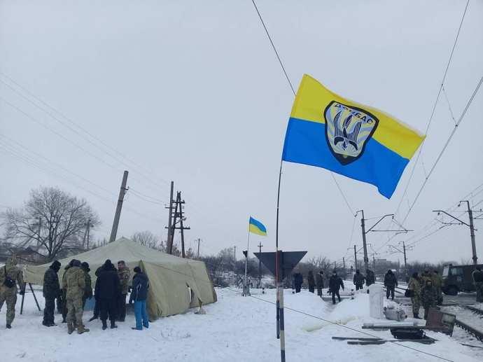 СРОЧНО: Радикалы, блокирующие сообщение сДонбассом, призвали квооруженному сопротивлению | Русская весна