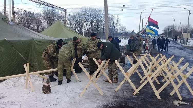 Участники блокады Донбасса готовятся к штурму и укрепляют «редут» (ВИДЕО) | Русская весна