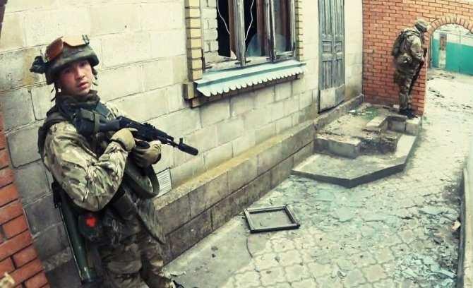 В районе Широкино идут бои, один боевик «Азова» ранен | Русская весна