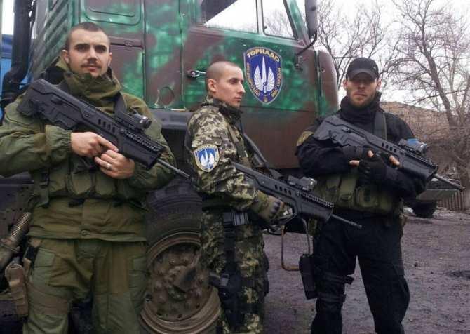 ВАЖНО: Спецназ готовится к штурму базы батальона «Торнадо», боевики заняли круговую оборону (ВИДЕО) | Русская весна