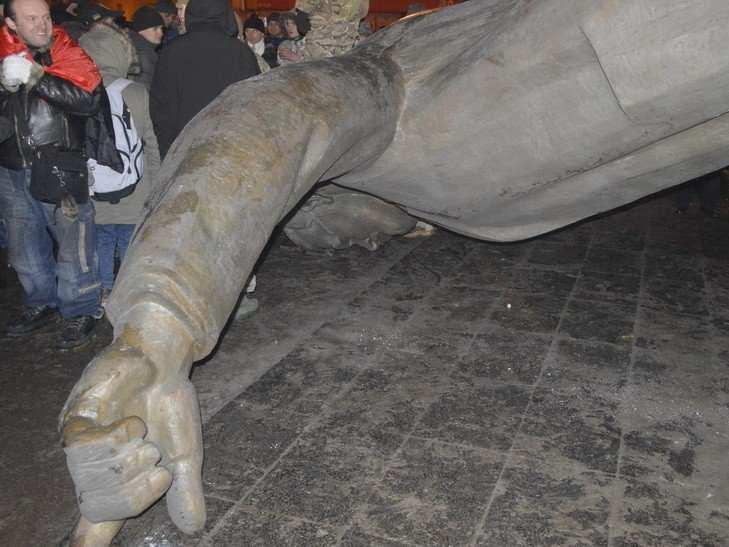 Министр культуры Украины одобрил вандальное уничтожение памятника в Днепропетровске (ФОТО) | Русская весна