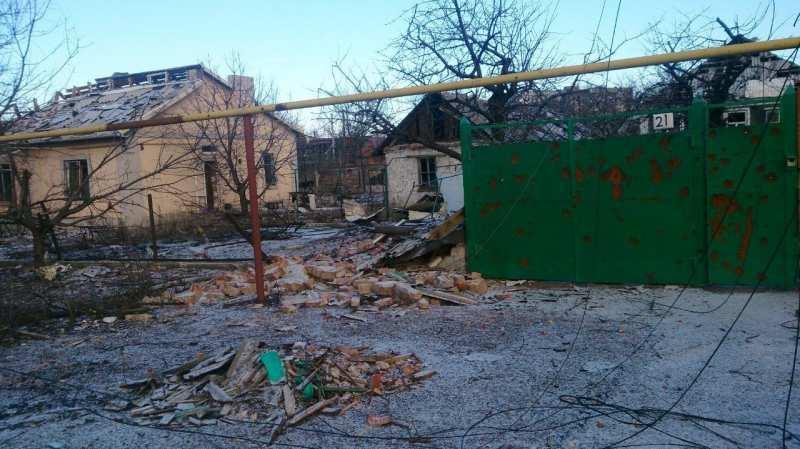 В Донецке в результате попадания снаряда ВСУ разрушен дом | Русская весна