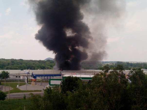 Донецк в огне: разрушенные дома, сгоревший рынок, воронки от взрывов(ФОТО+ВИДЕО) | Русская весна