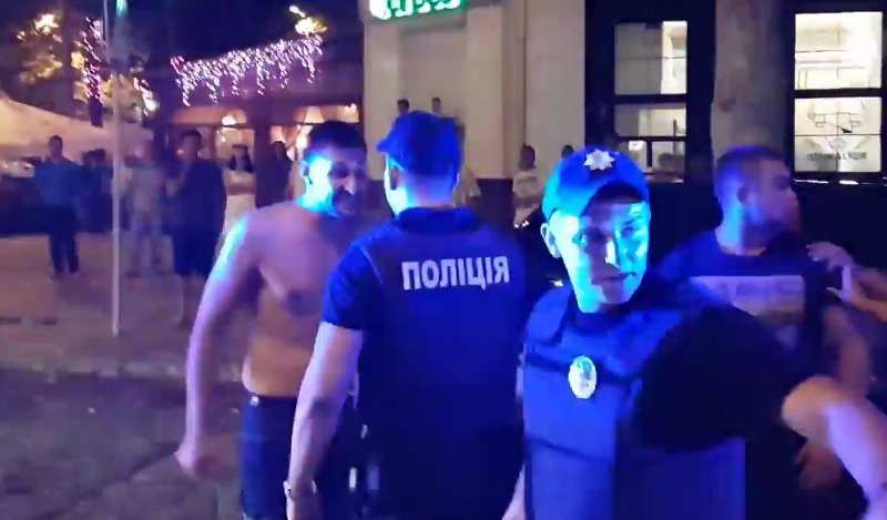 Шок: «Мажоры» в Николаеве избивали прохожих на глазах у полиции (ФОТО, ВИДЕО 18+) | Русская весна