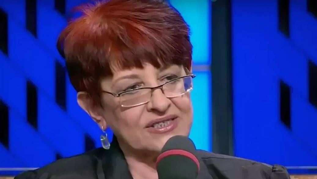 Отправка на смерть: антифашистку незаконно выдворяют на Украину, выталкивая в нейтральную зону со штампом о запрете въезда в РФ (+ВИДЕО, ФОТО) | Русская весна