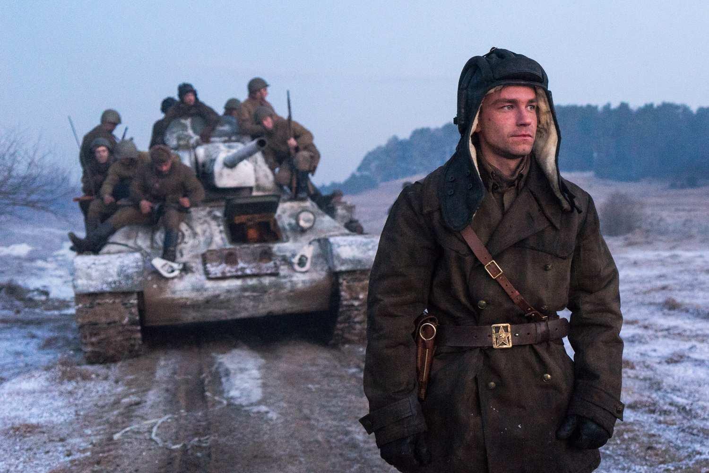 Танкистам о танкистах: военные ДНР посетили премьеру фильма «Т-34» (ВИДЕО) | Русская весна