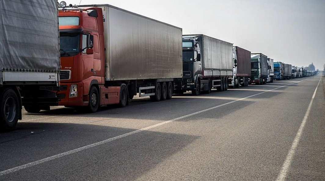 Одесские дальнобойщики намерены освободить российский грузовик изплена боевиков «Правого сектор» | Русская весна
