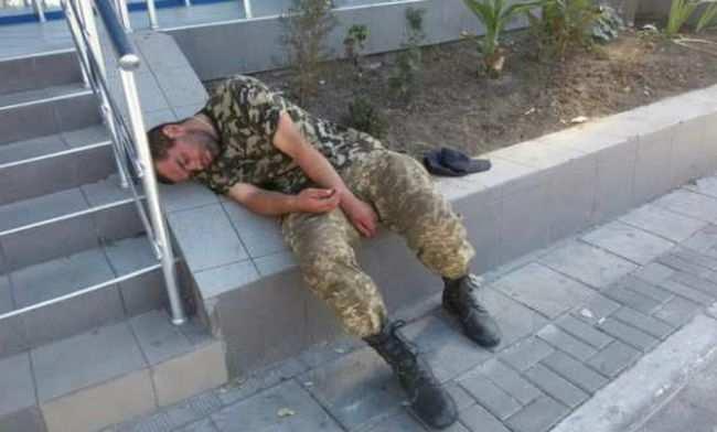 «Мы приехали с войны, а нам в спину плюют», — шок «героя АТО» (ВИДЕО 18+) | Русская весна