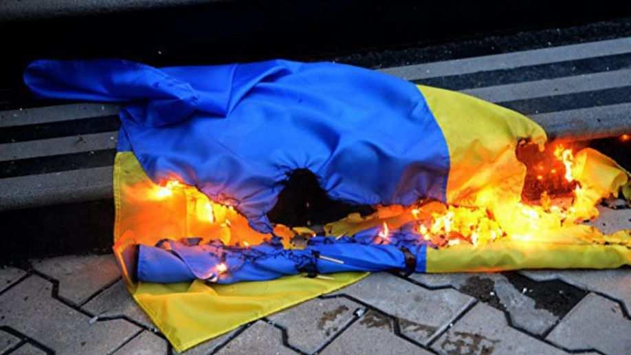 Сегодня на Луганщине засудят несовершеннолетнего за «надругательство» над флагом Украины   Русская весна