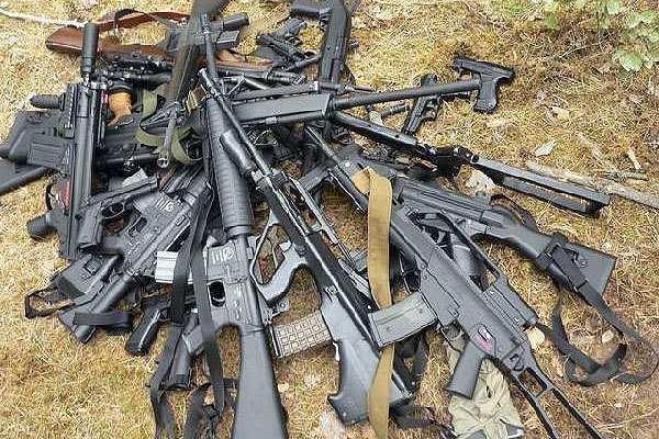 Сотрудники МВД ЛНР изъяли за неделю более 112 тысяч единиц оружия и боеприпасов | Русская весна