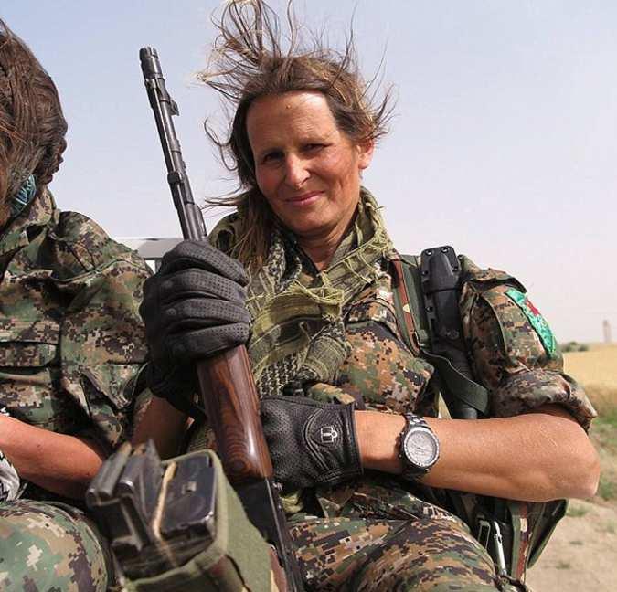«Я ненавидела ИГИЛ», — канадская модель воюет против террористов в Сирии (ВИДЕО)   Русская весна