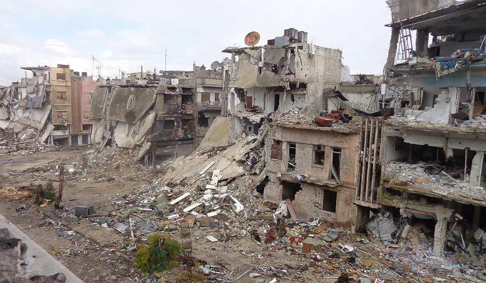 МОЛНИЯ: 2 бомбы взорвались в мусорном баке и под автомобилем в Хомсе, есть пострадавшие | Русская весна