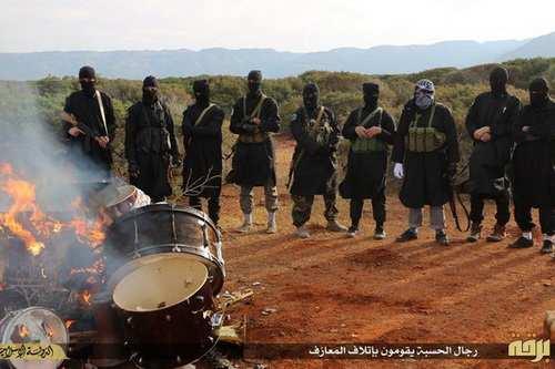 ИГИЛ продает нефть по 12 долларов за баррель (ФОТО) | Русская весна