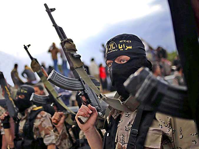 Боевики ИГИЛ обстреляли самолет ВВС Сирии (ВИДЕО) | Русская весна