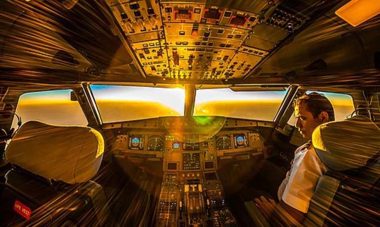 МИД пригласил в Россию подвергшегося травле в Сети летчика-героя из Украины | Русская весна