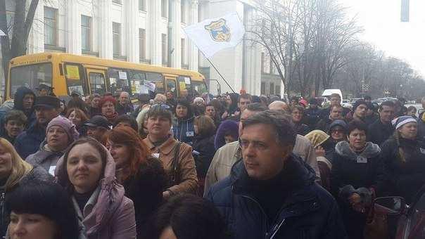 Протестующие перекрыли дорогу возле здания Верховной Рады в Киеве | Русская весна