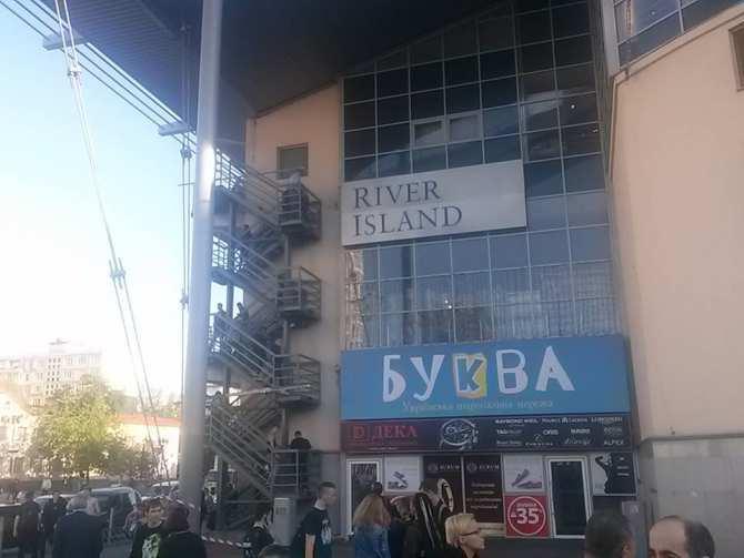 ВКиеве «заминировали» огромный торговый центр: людей эвакуировали полестницам   Русская весна