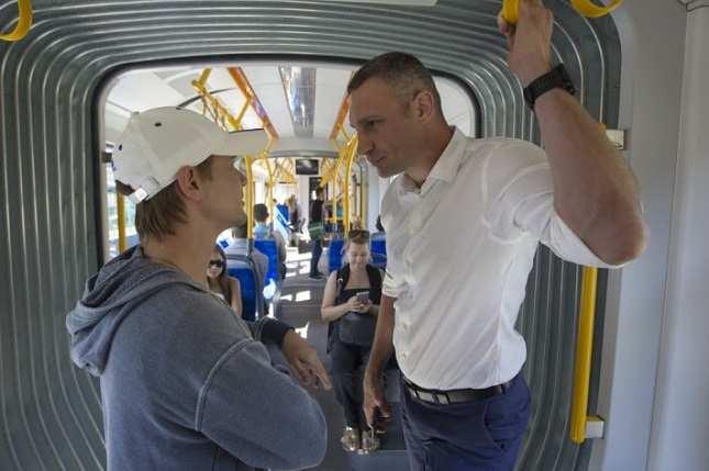 Кличко прокатился на трамвае (ВИДЕО) | Русская весна