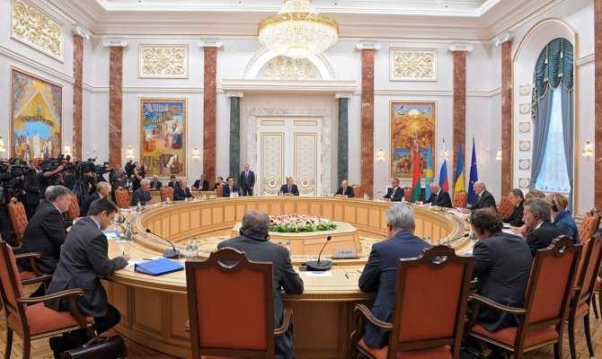 СМИ: Киев расширил делегацию, усложнив переговоры контактной группы | Русская весна