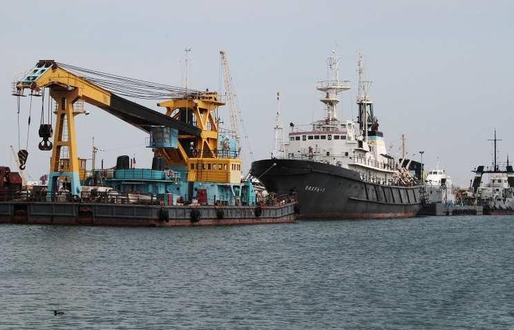 ФСБнаправила корабль длязащиты объектов «Черноморнефтегаза» отвоенных кораблей Украины | Русская весна