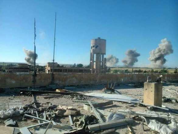 МОЛНИЯ: Сирийский спецназ «Тайгер Форс» проводит операцию по снятию 3-летней блокады авиабазы Кувейрис (+КАРТА)   Русская весна