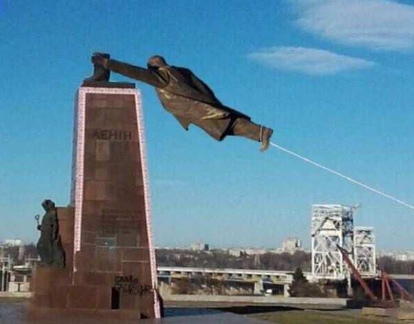 Причуды декоммунизации: Памятник Ленину превратили в памятник Пилипу Орлику (ФОТО)   Русская весна