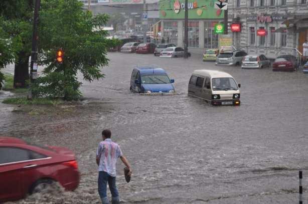 В день приезда Маккейна мощный ливень затопил Днепропетровск (ВИДЕО) | Русская весна