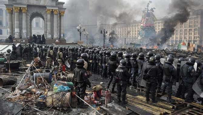 Хмурые киевляне под дождём «празднуют» 2 года с начала гос. переворота (ПРЯМАЯ ТРАНСЛЯЦИЯ) | Русская весна