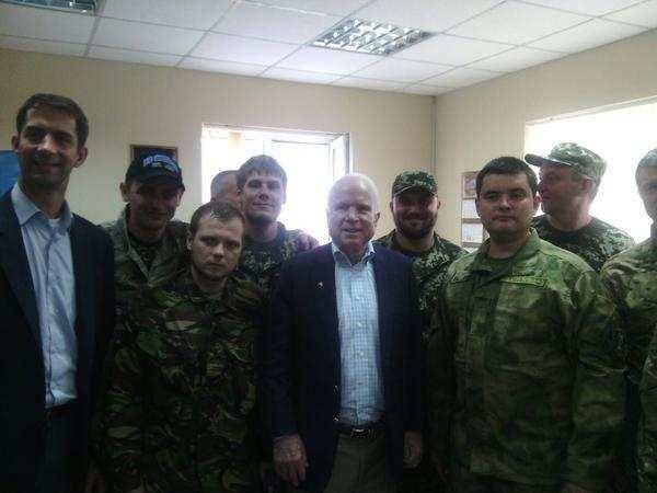 Джон Маккейн в Днепропетровске и уже провёл встречу с боевиками карательного батальона «Днепр-1» (ФОТО) | Русская весна