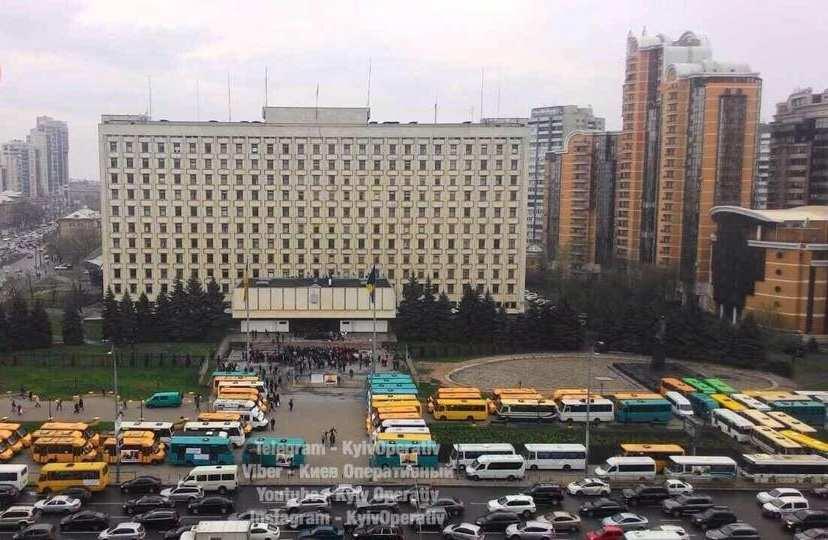 В Киеве водители маршруток заблокировали обладминистрацию (ФОТО) | Русская весна